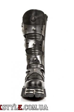 Сапоги с металлическими вставками и шипами