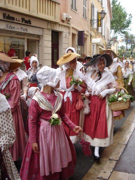 Costumes traditionnels de la Bravade - Le blog de Voyage au bout du monde