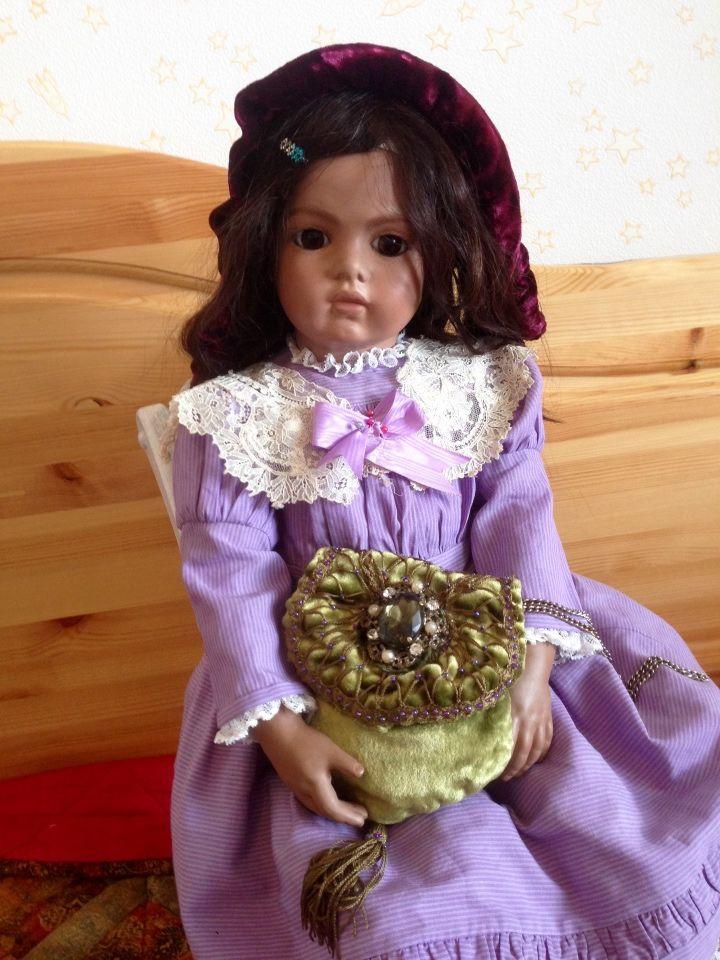 Только на выходные -цена 2100.Сумочка-саше из антикварного бархата для антикварных кукол и реплик / Антикварные куклы, реплики / Шопик. Продать купить куклу / Бэйбики. Куклы фото. Одежда для кукол