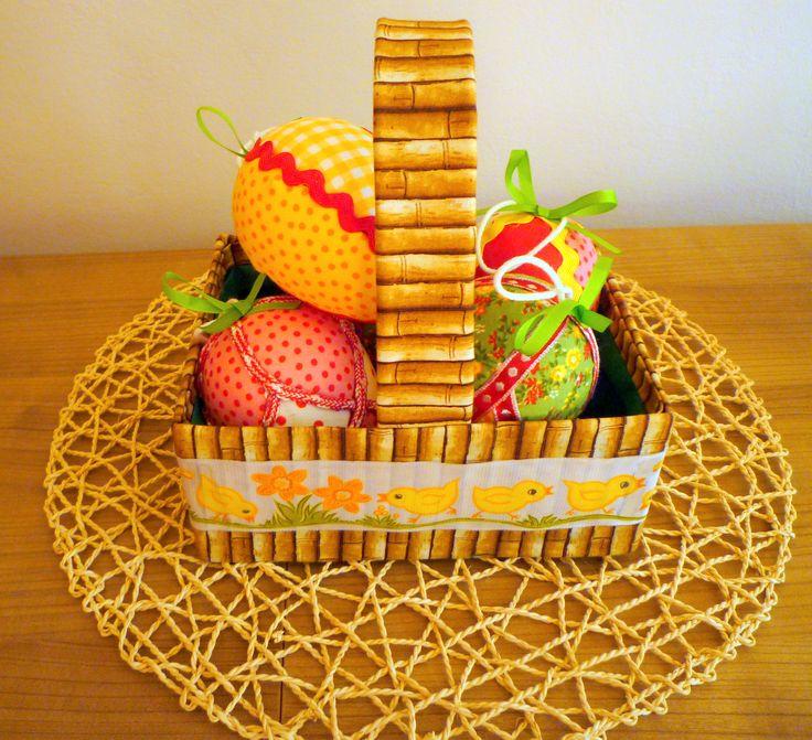 Velikonoční košíček z kartonu + vajíčka .