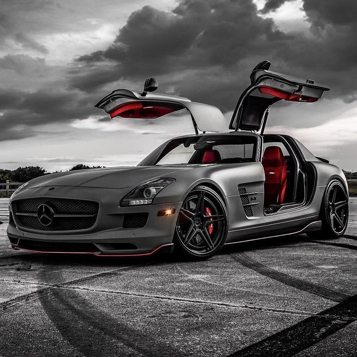 Mercedes-Benz SLS AMG🔧 V8 Engine🔝 Top Speed: 317km/h