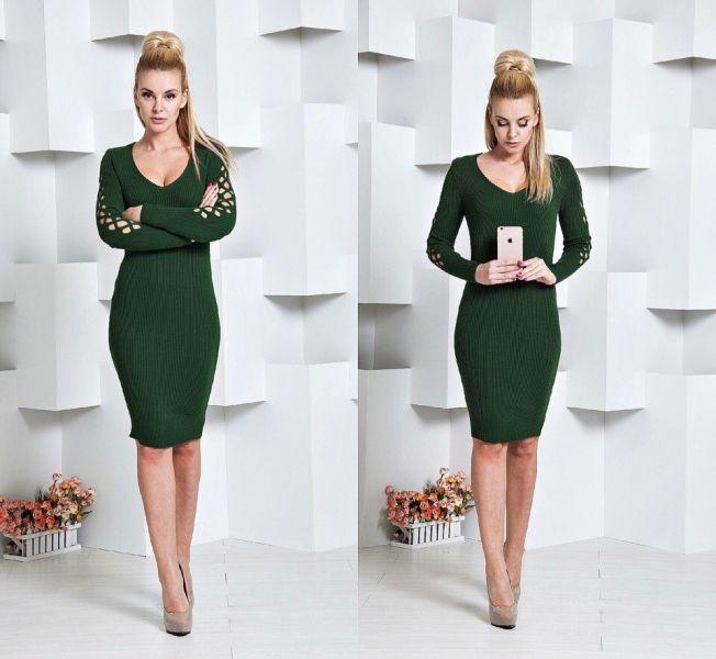 Модное женское вязанное платье облегающее зеленое