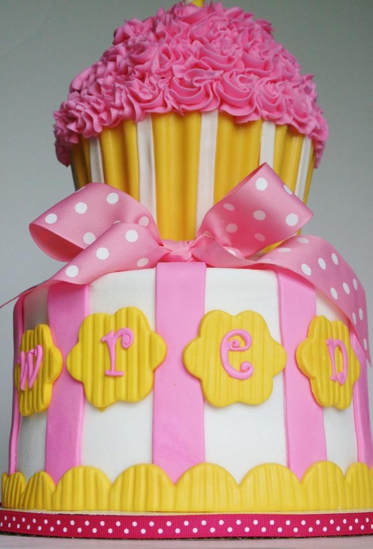 La première anniversaire   – Pink Cakes