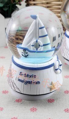 Горячий продавать Творческий Поворотный снег стекло хрустальный шар музыкальная шкатулка отправить бойфренд и подруг творческие подарки ко дню рождения qy593 купить на AliExpress