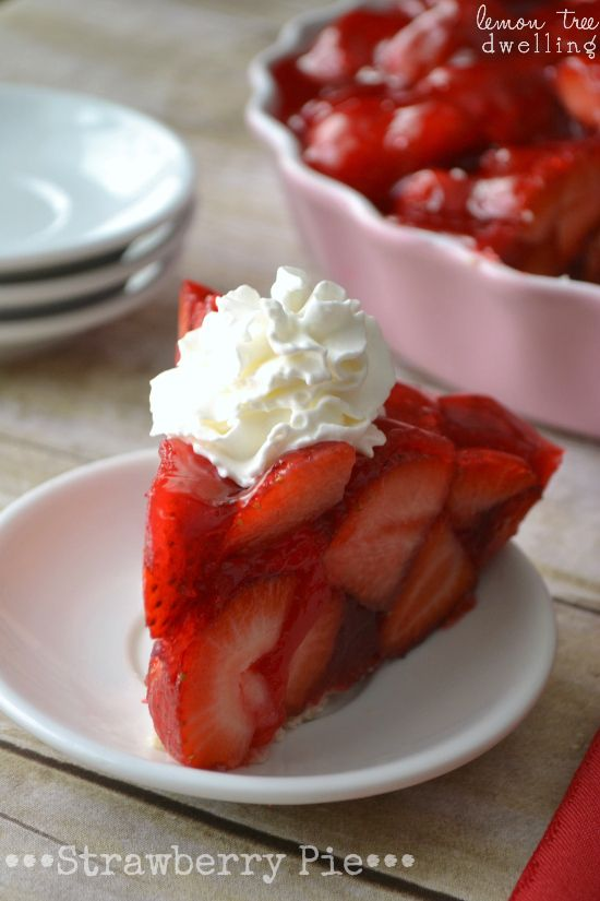Strawberry pie that mainly consists of strawberries and nothing else! Unfortunately the link doesn't lead to a recipe but I think I can figure it out myself. #strawberrycake #fruitpie