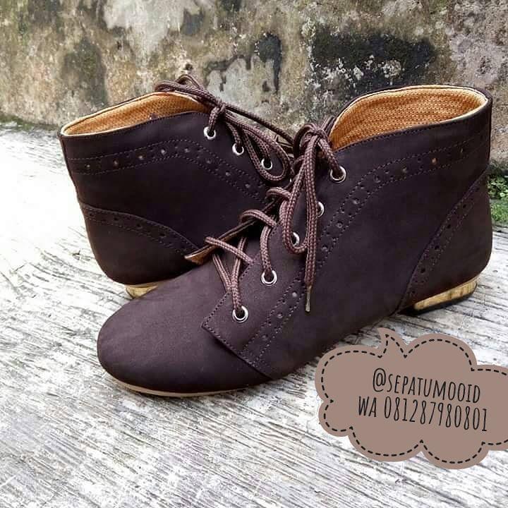 #SepatuKulit #Boots Wanita by #SMO  Open po IDR 280.000 Selamat beraktifitas... untuk po kurleb 2mgu  WA: 081287980801 BBM: D6D5E24A  #SepatuKulitAsli #SepatuBoots #SepatuCewek #BootsCewek #SepatuMagetan #JualSepatu #SepatuMurah #SepatuAkhwat #HiddenHeels #SepatuCustom #SepatuKantor #SepatuOriginal #SepatuKulitAsli #Shoes #BootsShoes #WomensShoes #LeatherCraft #LeatherShoes #Footwear #HandMadeShoes #SepatuMooID