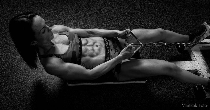 Et af mine yndlings skud fra en lidt ældre serie af den fantastiske @pumpbymeyhoff  Jeg husker ikke hvilket show Rikke var på vej mod men formen var skarp. Spændt på at se hvor denne kvinde ender. #fitnessmotivation #fitnessmodel #fitfam #motivation #gym #fitspo #fit #fitness #bodybuilding #workout #love #fitspiration #fitgirl #getfit #fitnesslifestyle #models #фитнес #aesthetics #fitnessjourney #fitlife #squats #fitnessaddict #girlswholift #спортивнаяодежда #sport #gains by martzakfoto