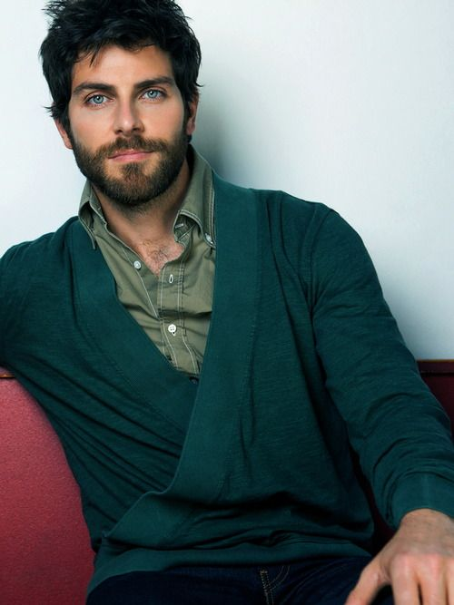 David Giuntoli GRIMMM ... con barbaaaa asi o mas hot!!!