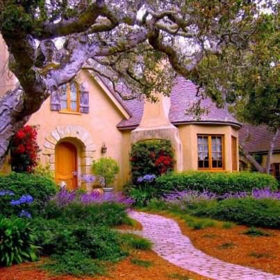 Beautiful cottage garden- I love cottages and cottage gardens they are just tooooooo cute