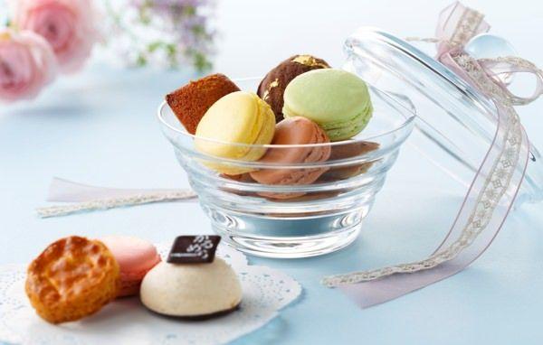 箱もバラも、ぜ~んぶ食べられる!マカロンとチョコを詰め合わせた「Cerulean Sweet Box」