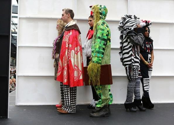 İngiltere alternatif moda haftası 2012 ..işe böyle gitsek ne var yani..mesela Ali Ağaoğlu böyle Rolce Royce'a binsin:)) #moda #ingiltere #fashion #style #fashionweak #fashionshow