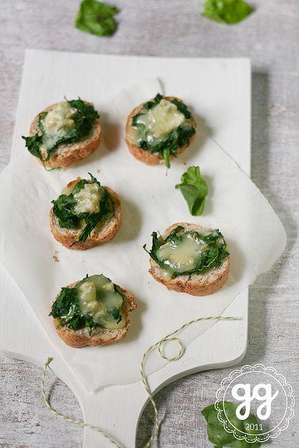 bruschettine di spinaci e gorgonzola