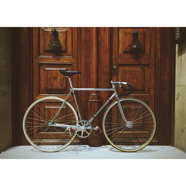 My ❤️ .  #monsieurvelo #lifestyle #bikeshop #barcelona #bcn #ride #bikelife #bikeporn #fixieporn #steelisreal #steelframe #fixie #fixedgear #trackbike #pista #keirin #velodrome #sellesanmarco #campagnolo #stronglight #concorprofil #titanstem #mavic #cycling #velo #bike #bicycle #vintagebike #ciclismo #bikelife #crome