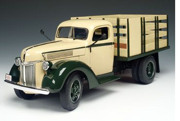 1940 Ford Stake Bed Truck - Beige/Green (Highway 61) 1/16