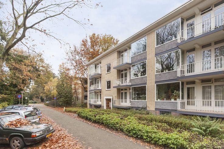 Prinses Marijkelaan 38 - II Sfeervol drie kamer appartement gelegen in de geliefde en bosrijke omgeving van Kerckebosch. Naast een ruime woonkamer beschikt