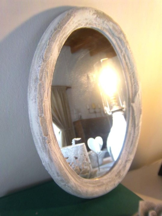 Pretty Oval Mirror
