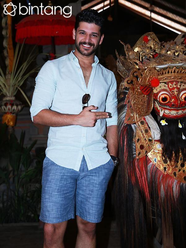 Saat tiba di Jakarta, Emre Kivilcim mengatakan kalau Kopi Luwak Indonesia lumayan terkenal di Turki. Karena itulah Emre sangat menikmati waktu berkunjung ke perkebunan kopi Luwak. #Selebritis #EmreKivilcim #LiputanEksklusif #Bintang #Indonesia