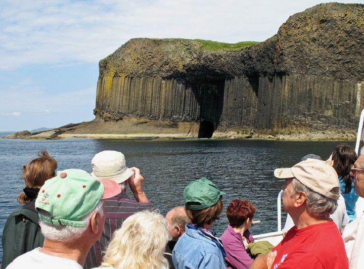 Die Höhle Fingal's Cave auf der schottischen Insel Staffa.