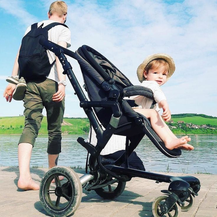 Summer sunny weekends along the sea start today!  #friday #friyay #family #dad #father #paretnhood #fatherhood #daddy #babyboy #child #sea #summer #concord #concordneo #stroller #buggy #pushchair #pousette #kinderwagen #babylife #lifestyle #repost