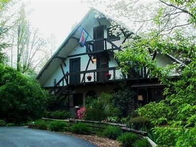 Dahlonega (GA) Lily Creek Lodge Bed And Breakfast United States, North America The 3-star Lily Creek Lodge Bed And Breakfast offers comfort and convenience whether you're on business or holiday in Dahlonega (GA). The hotel offers a high standard of service and amenities to suit the individual needs of all travelers. Service-minded staff will welcome and guide you at the Lily Creek Lodge Bed And Breakfast. Each guestroom is elegantly furnished and equipped with handy amenities....