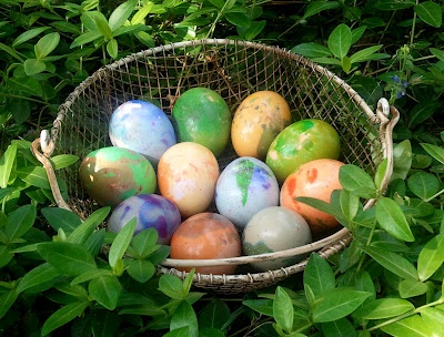 coloring easter eggs: Fresh Eggs Daily, Crafts Ideas, Martha Marbles, Marbles Easter, Eggs The, Easter Spr, Natural Dyes, Easter Eggs, Marbles Eggs