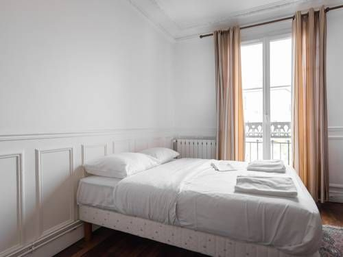 Charming & new Balard Eiffel flat Paris Situated in Paris, this apartment is 1.3 km from Paris Expo - Porte de Versailles. The property boasts views of the city and is 1.7 km from Parc des Princes. Free WiFi is available throughout the property.