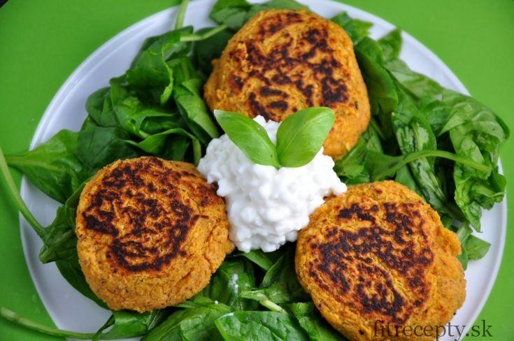 Chutné a zdravé šošovicovékarbonátky bez múky vhodné ako príloha k jedlám alebo ako hlavné jedlo. Ingrediencie (na 2 porcie): 1 hrnček červenej šošovice 2 hrnčeky vody 2 strúčiky cesnaku 1 menšia cibuľa 1/2 ČL mletej červenej papriky 50g cottage cheese 1 vajce 2 PL ovsených vločiek morská soľ mleté čierne korenie 1 PL kokosového oleja […]