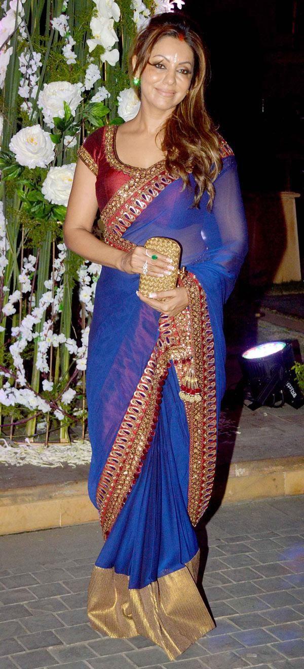 in Beautiful #Saree Gauri Khan attends @RiddhiMalhotra's Wedding Sangeet., Dec, 14