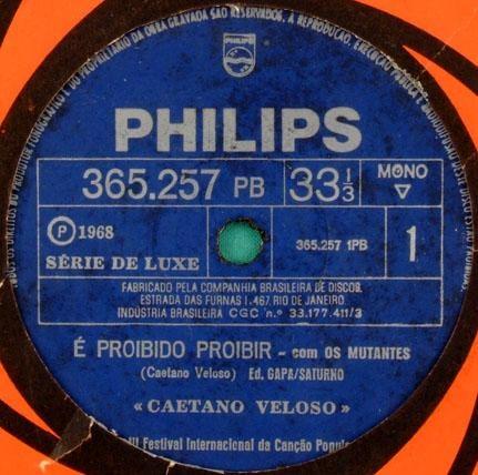 """""""É Proibido Proibir"""", de Caetano Veloso, 1968. Uma das pedras fundamentais da Tropicália e uma das músicas-protesto mais simbólicas da luta contra o AI-5."""