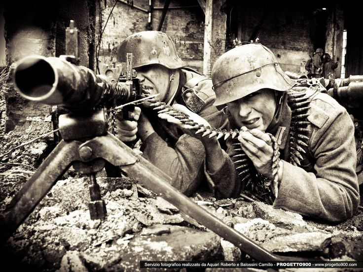 Wehrmacht soldiers with the MG 42