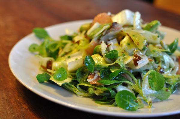 winterlicher salat mit datteln - für den man gerne die eine und die andere zutat vergisst.