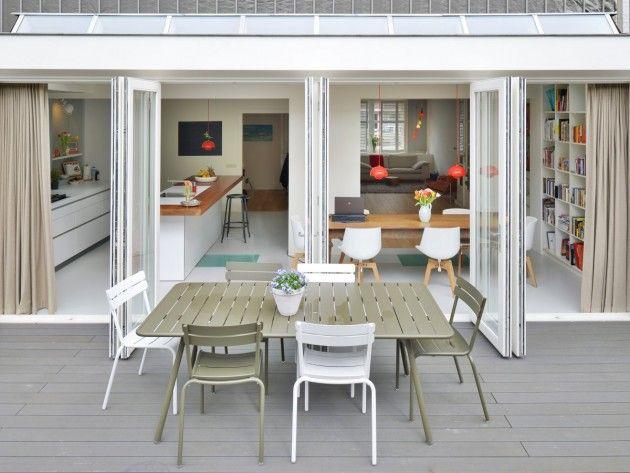 Breakfast or brunch on the balcony ?
