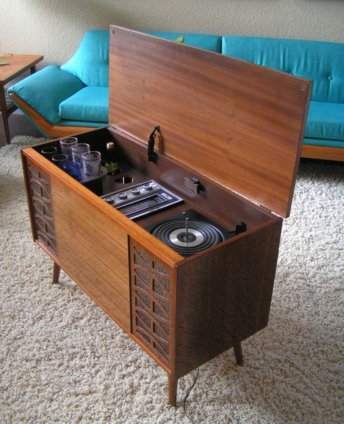 1960s Morse Stereophonic High Fidelity AM/FM Phonograph Console with Built-In Bar