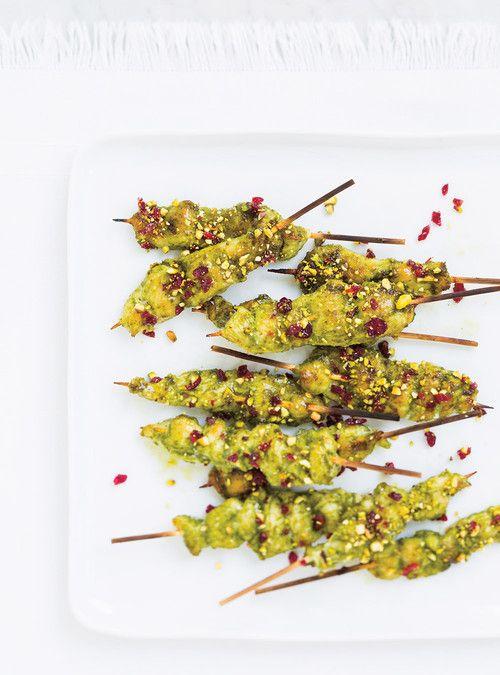 Mini-brochettes de poulet au pesto, aux canneberges et aux pistaches Recettes | Ricardo