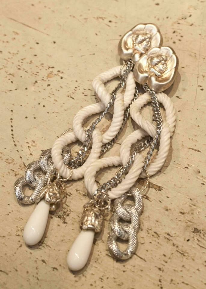 Mix and match your earrings! #chains #roses #silver #orecchini #gioielli #giuseppinafermi