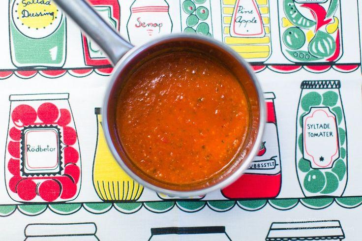 Här är ett riktigt gott recept till pizzan! Mina pizzarecept hittar ni HÄR 4.0 from 1 reviews Tomatsås till Pizza / Pizzasås  Print Författare: åse falkman fredrikson Portioner: 4 Ingredienser 2 vitlöksklyftor 1 msk olivolja 400 g körsbärstomater (konserv) 1 tsk mörk balsamvinäger ½ msk honung 1 tsk torkad oregano salt och peppar Instruktioner […]