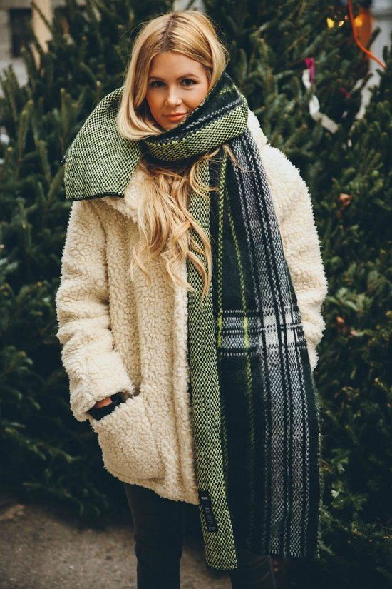 20 идей, как носить шарф в этом сезоне