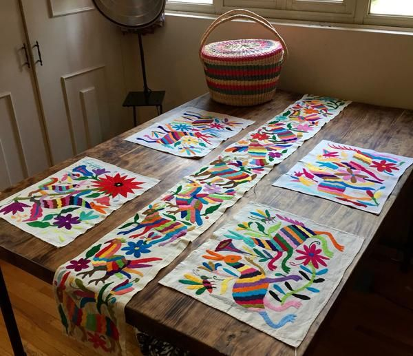 *Package* Multicolour runner + 4 multicoloured placemats made from Otomi fabric