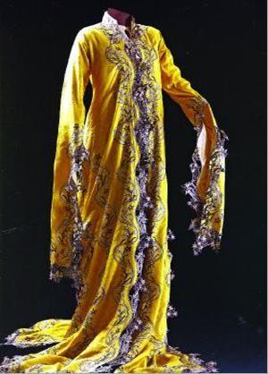 Women's Costume of the Late Ottoman Era.  Sadberk Hanim Museum, Istanbul, Turkey