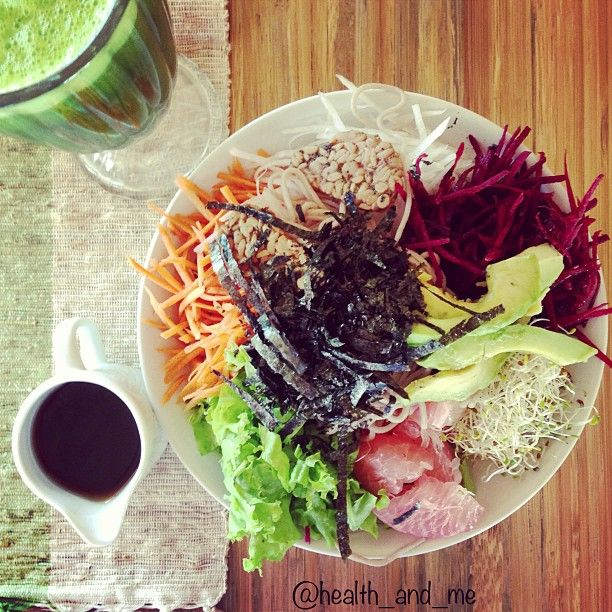 dragon bowl! carrot, fennel, grapefruit, beetroot, avocado, sprouts, seed crackers, seaweed, buckwheat noodle + sesame dressing, with a side of green juice (broccoli, cucumber, kale, zucchini)