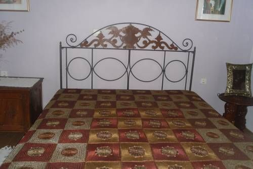 ?ggelos Country House Chorafakia Set in Chorafakia in the Crete Region, this holiday home is 9 km from Chania Town. Guests benefit from terrace and a barbecue. Free private parking is available on site.  Towels and bed linen are featured at ?ggelos Country House.