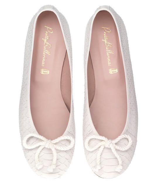 ¿Novias cómodas?... Pretty Ballerinas modelo Rosario white rustic snake print #zapatosdenovia #weddingshoes #bridalshoes #tendenciasdebodas