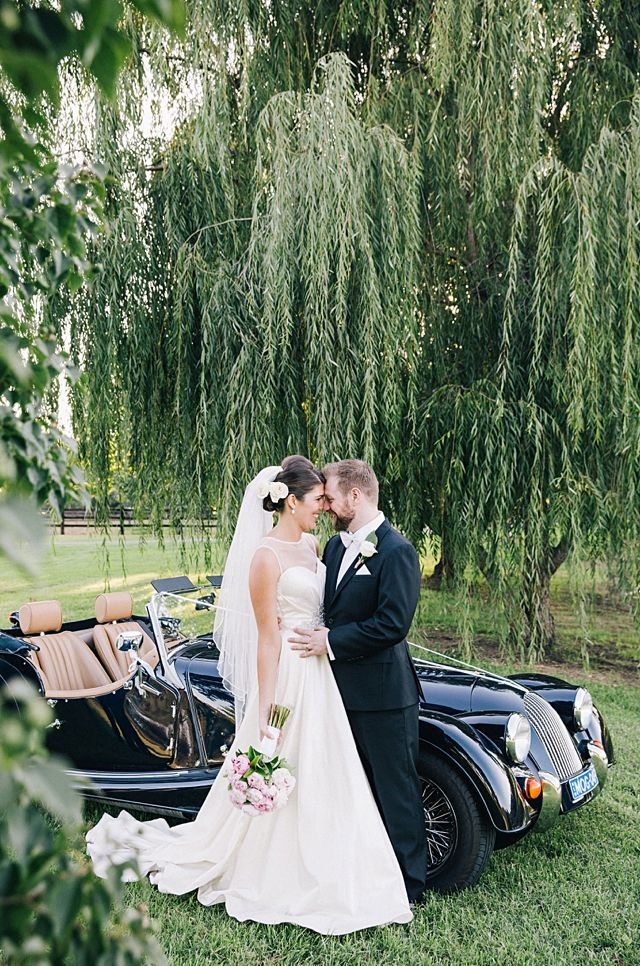 Vintage car, willow tree, bride and grooms. Jane + Kelso : Sydney Polo club Photographer: Hannah Blackmore