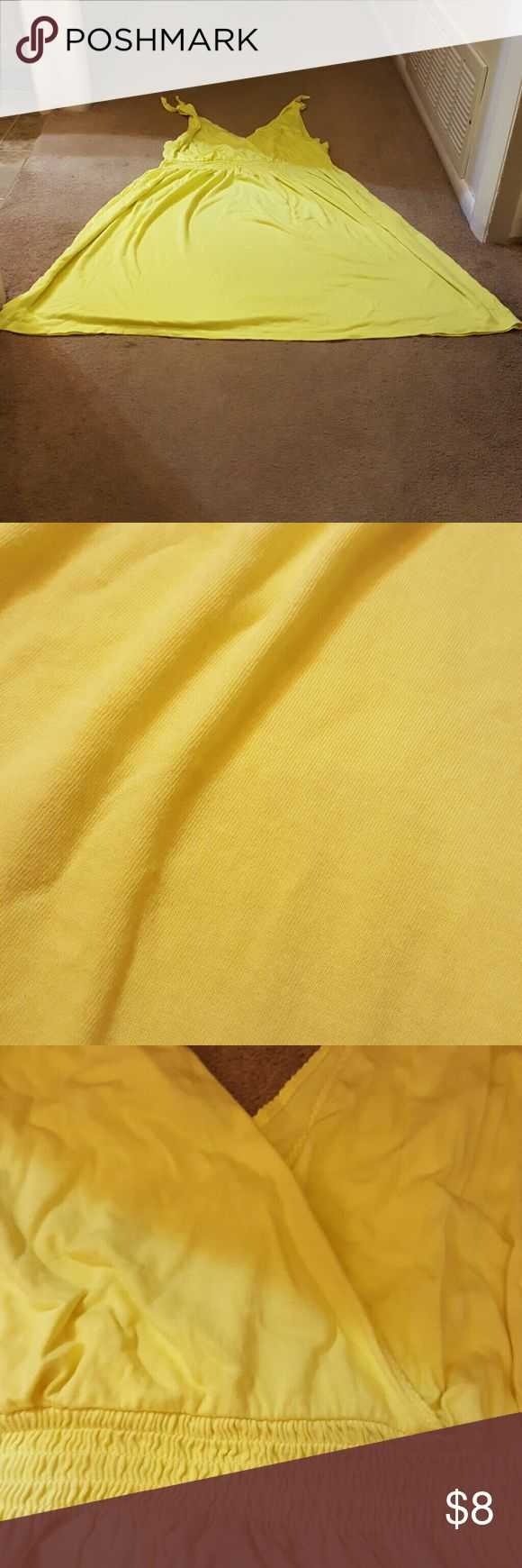 Plus Size Dress Yellow plus size Dress. No stains seen. There is a hole pictured. Pet and Smoke free. Old Navy Dresses