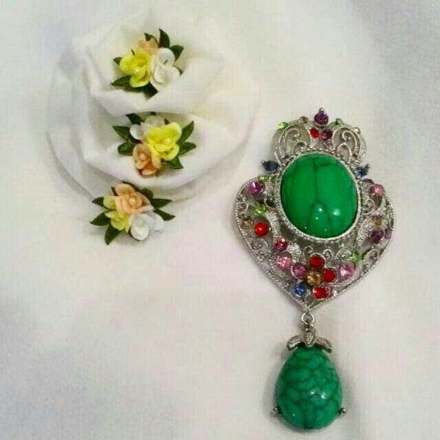 Martapura Brooch Green