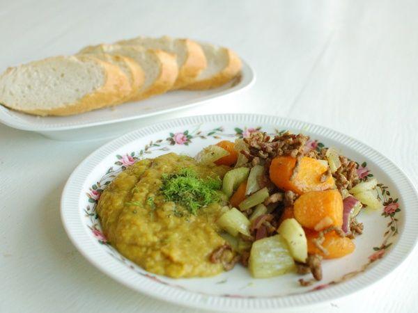 Kruidige linzenpuree met venkel, wortel en gehakt