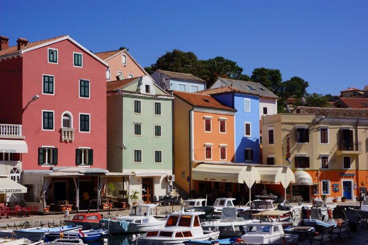 kleurrijke huizen in Velin Losinj