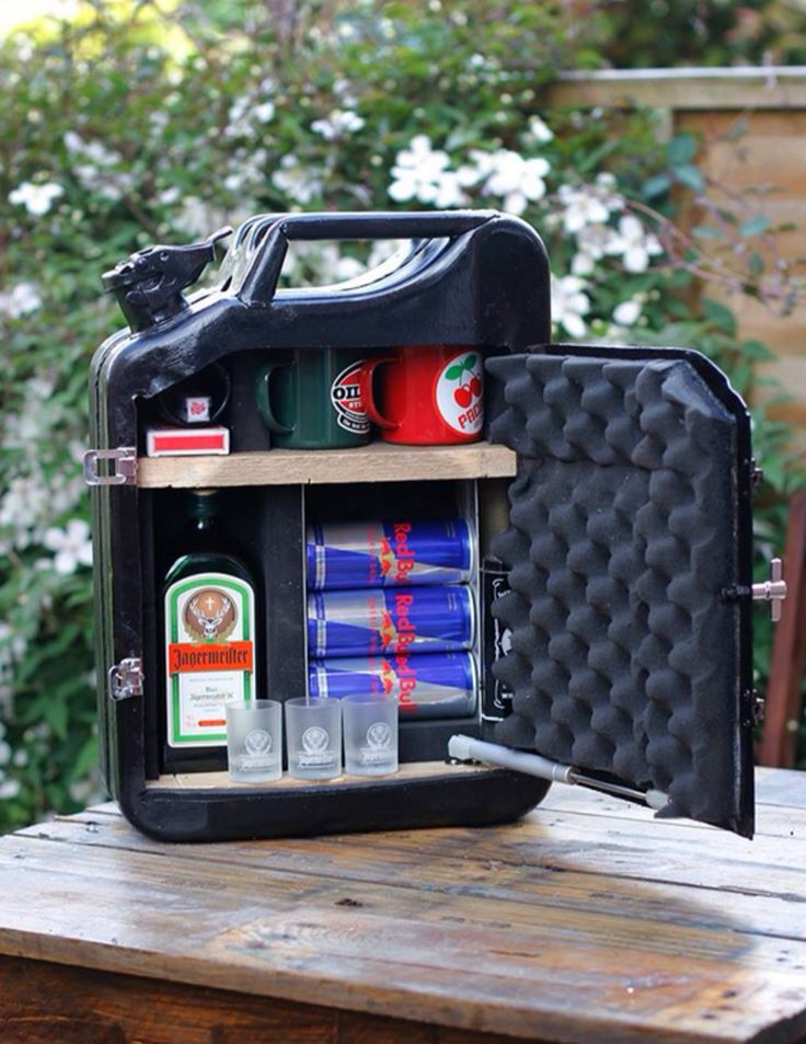 With a few modifications you can transform a jerry can into a secret bar with shelves for drinks and glasses.