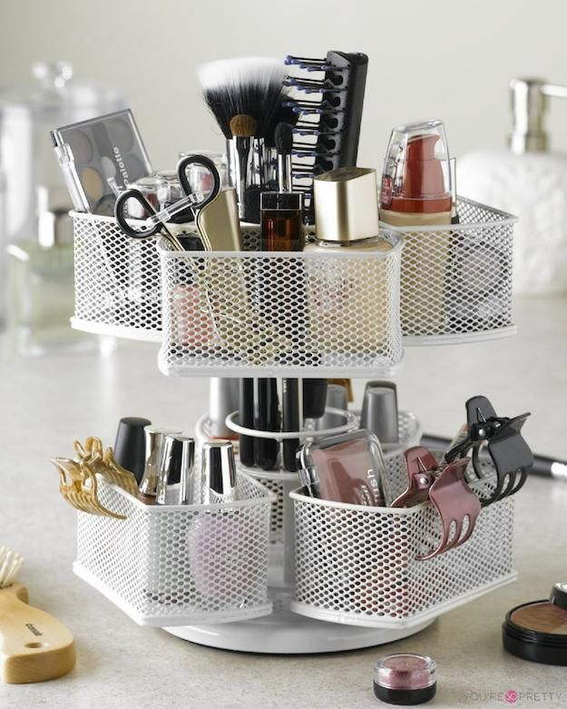 13 Insanely Cool Makeup Organizers | Pinterest Edition | Best makeup brush sets, makeup brush holder, and makeup brush organizers at You're So Pretty  | #youresopretty | youresopretty.com