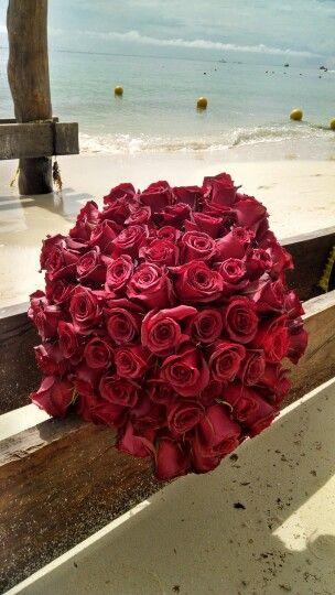 El amor no tiene limites Ramo de 100 rosas pasion para entregar bajo el agua Entrega #AnillodeCompromiso en #Buceo
